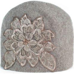 Czapka damska Haftowana zima beżowa. Czarne czapki zimowe damskie marki BIG STAR, z gumy. Za 66,01 zł.