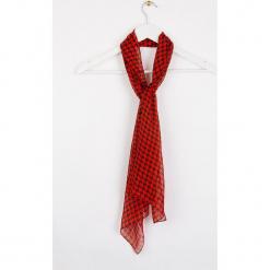 """Jedwabny szal """"Moupoule"""" w kolorze czerwono-czarnym - 145 x 43 cm. Czerwone szaliki damskie Scottage, z jedwabiu. W wyprzedaży za 45,95 zł."""