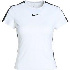 Nike Performance Tshirt z nadrukiem white/black. Białe topy sportowe damskie marki Nike Performance, l, z nadrukiem, z materiału. Za 199,00 zł.