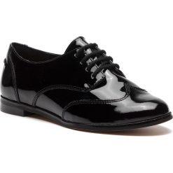 Oxfordy CLARKS - Andora Trick 261271554 Black Patent. Czarne jazzówki damskie marki Clarks, z lakierowanej skóry, na obcasie. W wyprzedaży za 229,00 zł.