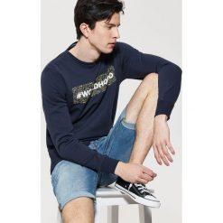 Bluza z napisem - Granatowy. Czarne bluzy męskie rozpinane marki Reserved, l, z napisami. Za 79,99 zł.