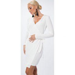 Sukienka zakładana biała 1467. Białe sukienki marki Fasardi, l. Za 54,00 zł.