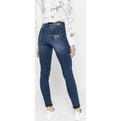 Desigual - Jeansy Irati. Szare jeansy damskie rurki marki Desigual, l, z tkaniny, casualowe, z długim rękawem. W wyprzedaży za 199,90 zł.