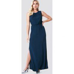 Minimum Sukienka maxi Jilian - Navy. Niebieskie długie sukienki marki Minimum, w koronkowe wzory, z koronki, z dekoltem na plecach. Za 404,95 zł.