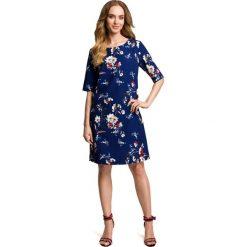 BONITA Sukienka we wzór z gładkimi wstawkami po bokach - granatowa. Niebieskie sukienki Moe, s, w kwiaty, z tkaniny, z kontrastowym kołnierzykiem, proste. Za 169,90 zł.