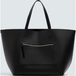 Czarna torba shopper z suwakiem. Czarne shopper bag damskie Pull&Bear. Za 69,90 zł.