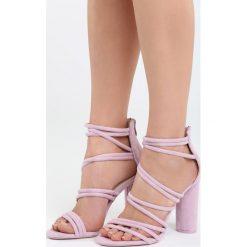 Fioletowe Sandały Ginny's Picture. Fioletowe sandały damskie na słupku marki Born2be, z materiału, na wysokim obcasie. Za 79,99 zł.
