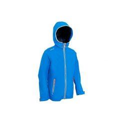 Kurtka Raincoastal JR lekka. Niebieskie kurtki dziewczęce marki TRIBORD. W wyprzedaży za 69,99 zł.