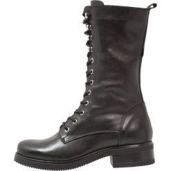 Zign Kozaki sznurowane black. Czarne buty zimowe damskie Zign, z materiału. W wyprzedaży za 353,40 zł.