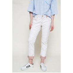 Diesel - Jeansy. Szare jeansy damskie Diesel, z bawełny, z obniżonym stanem. W wyprzedaży za 319,90 zł.