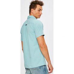 Tommy Jeans - Koszula. Szare koszule męskie jeansowe marki Tommy Jeans, m, z klasycznym kołnierzykiem, z krótkim rękawem. W wyprzedaży za 219,90 zł.