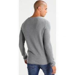 Swetry klasyczne męskie: TOM TAILOR DENIM STRUCTURED CREWNECK Sweter heather grey melange