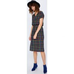 Medicine - Sukienka Secret Garden. Szare sukienki mini marki MEDICINE, na co dzień, s, z tkaniny, casualowe, z krótkim rękawem. W wyprzedaży za 89,90 zł.