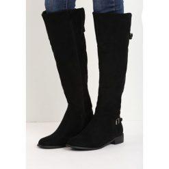 Czarne Zamszowe Kozaki Real Beauty. Czarne buty zimowe damskie marki Born2be, z materiału, z okrągłym noskiem, na obcasie. Za 109,99 zł.