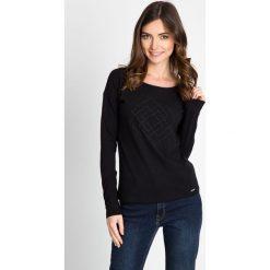 Bluzki damskie: Czarna bluzka wypukłym wzorem QUIOSQUE