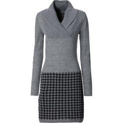 Sukienka dzianinowa bonprix szary melanż + czarny. Białe sukienki dzianinowe marki numoco, do pracy, l, z nadrukiem, biznesowe, z kopertowym dekoltem, z długim rękawem, kopertowe. Za 109,99 zł.