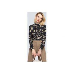 Blanche czarna koszula z printem w stylu Dior. Czarne koszule wiązane damskie Zoee, xl, z poliesteru, eleganckie, z długim rękawem. Za 199,99 zł.