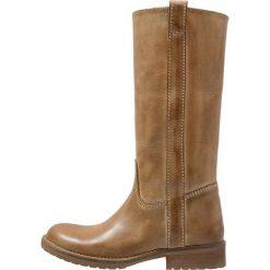 Hip Kozaki naturel. Brązowe buty zimowe damskie marki Hip. W wyprzedaży za 199,50 zł.