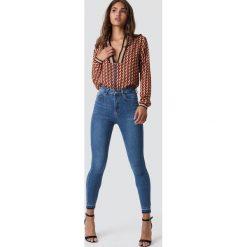 NA-KD Jeansy Skinny High Waist Open Hem - Blue. Niebieskie spodnie z wysokim stanem NA-KD, z jeansu. Za 141,95 zł.