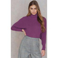 NA-KD Sweter z dzianiny z wywijanym golfem - Purple. Fioletowe golfy damskie NA-KD, z bawełny. Za 121,95 zł.