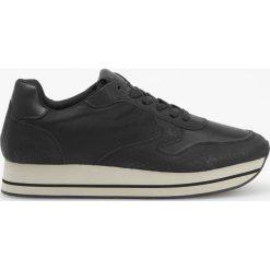 Sportowe buty na grubej podeszwie - Czarny. Czarne buty sportowe damskie marki Kazar, z nubiku, przed kolano, na wysokim obcasie. Za 139,99 zł.
