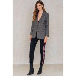 Spodnie damskie: NA-KD Jeansy z lampasami i wysokim stanem - Black