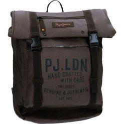 Plecak w kolorze brązowym na laptopa - (S)33 x (W)44 x (G)15 cm. Brązowe plecaki męskie marki Pepe Jeans, z materiału. W wyprzedaży za 169,95 zł.