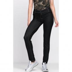 Czarne Spodnie Coordination. Czarne spodnie z wysokim stanem Born2be, z materiału. Za 9,99 zł.