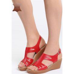 Czerwone Skórzane Sandały Three Musketeers. Czerwone sandały damskie marki QUECHUA, z gumy. Za 99,99 zł.