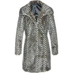 Płaszcze damskie: Płaszcz ze sztucznego futerka bonprix czarno-beżowo-szary z nadrukiem