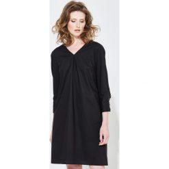 Sukienki balowe: Simple – Sukienka