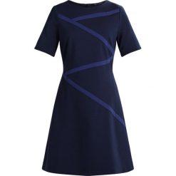 Expresso CELIA Sukienka letnia dunkelblau. Niebieskie sukienki letnie marki Expresso, z elastanu. W wyprzedaży za 367,20 zł.