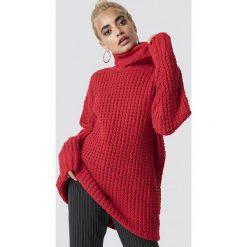 NA-KD Trend Gruby sweter oversize - Red. Białe golfy damskie marki NA-KD Trend, z nadrukiem, z jersey, z okrągłym kołnierzem. Za 161,95 zł.