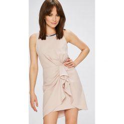 Morgan - Sukienka. Różowe sukienki mini marki numoco, l, z dekoltem w łódkę, oversize. W wyprzedaży za 269,90 zł.
