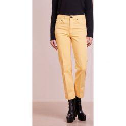 Rag & bone Jeansy Straight Leg sun. Żółte boyfriendy damskie rag & bone. W wyprzedaży za 411,60 zł.