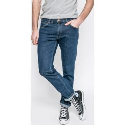 Wrangler - Jeansy Greensboro Darkstone. Niebieskie jeansy męskie z dziurami Wrangler. Za 319,90 zł.