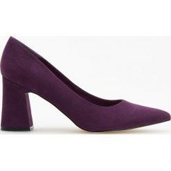 Czółenka na wysokim obcasie - Fioletowy. Fioletowe buty ślubne damskie marki Reserved, na wysokim obcasie. Za 99,99 zł.