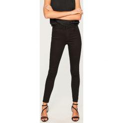 Jeansy z wysokim stanem - Czarny. Czarne spodnie z wysokim stanem Reserved, z jeansu. Za 119,99 zł.