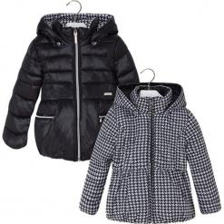 Dwustronna kurtka w kolorze czarno-białym. Białe kurtki dziewczęce zimowe marki 4F JUNIOR, z materiału. W wyprzedaży za 164,95 zł.
