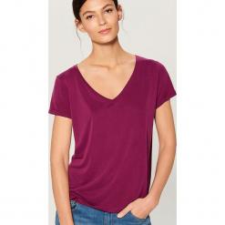 Koszulka basic - Fioletowy. Fioletowe t-shirty damskie marki Mohito, l. Za 59,99 zł.