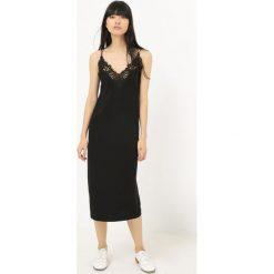 Długie sukienki: Długa sukienka, cienkie ramiączka i koronka