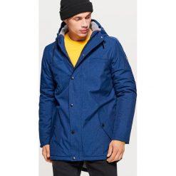 Zimowy płaszcz z ociepleniem - Granatowy. Brązowe płaszcze na zamek męskie marki Cropp, na zimę, l, sportowe. Za 329,99 zł.
