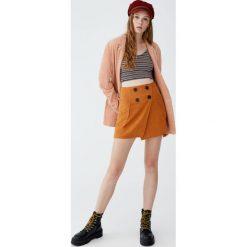 Dwurzędowa spódnica. Niebieskie spódniczki marki Pull&Bear. Za 59,90 zł.