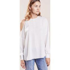 Tibi Bluzka ivory. Białe bluzki damskie Tibi, z materiału. W wyprzedaży za 915,60 zł.