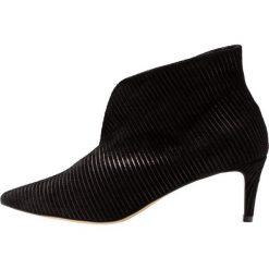 L37 MARIGOLD Ankle boot black. Czarne botki damskie skórzane marki L37, retro. Za 559,00 zł.