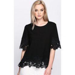 Czarna Bluzka Gadarene. Białe bluzki na imprezę marki Born2be, m, ze sznurowanym dekoltem, z krótkim rękawem. Za 49,99 zł.