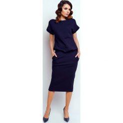 Granatowa Nowoczesna Sukienka Midi z Krótkim Rękawkiem. Niebieskie sukienki balowe marki Molly.pl, l, z krótkim rękawem, midi, dopasowane. W wyprzedaży za 118,95 zł.