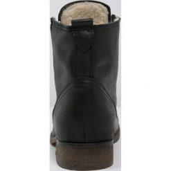 KIOMI Botki sznurowane black. Czarne buty zimowe damskie KIOMI, z materiału, na sznurówki. Za 419,00 zł.
