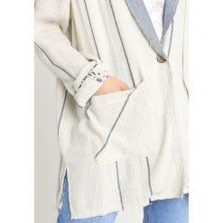 Płaszcze damskie: Free People ARIA  Krótki płaszcz ivory combo