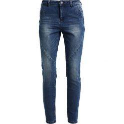 Vero Moda VMFROZEN ANTIFIT Jeansy Slim Fit medium blue denim. Niebieskie rurki damskie Vero Moda. Za 219,00 zł.
